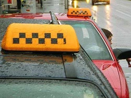 Таксисты на вокзале. Даже и не думайте с ними разговаривать