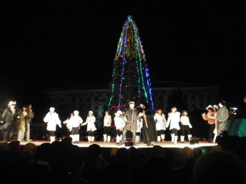 Шахтинцы зажгли новогоднюю ёлку 2012 года!