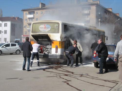 В центре города Шахты загорелся пассажирский автобус