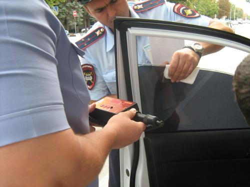 ГИБДД проверила тонировку стёкол на автомобилях