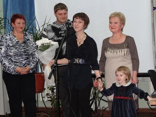 В Шахтах открылась персональная выставка молодой художницы Анны Чеботарёвой