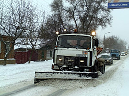 Четыре шахтинских снегоочистителя ушли на трассу