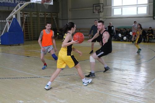 """Команда """"Стройфарфор"""" сразилась с профессиональными баскетболистками"""
