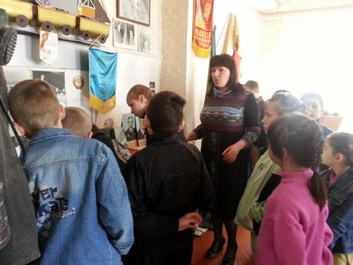 Школьные каникулы в клубе посёлка Красина