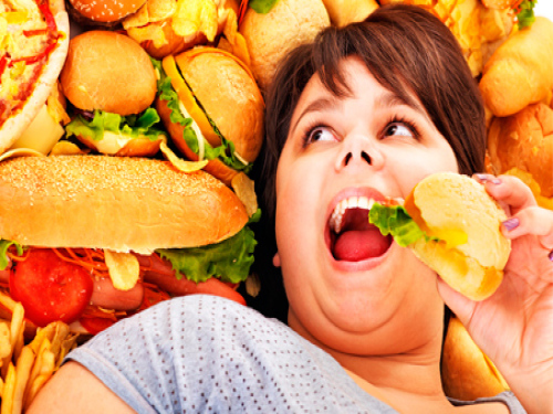 """Фастфуд, что сигарета. О вреде гамбургеров и жареной картошки жители будут узнавать, видя """"устрашающие"""" картинки на упаковках"""
