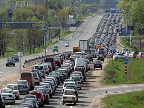 Многокилометровые пробки на трассе М4-Дон. В заторах автомобили стоят даже ночью