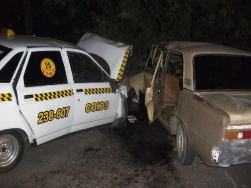 В Шахтах в аварии погибла девушка, еще четверо человек пострадали