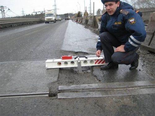 Следить не только за соблюдением ПДД, но и качеством ремонта дорог. В главном управлении ГИБДД разработали регламент по надзору в период строительства или реконструкции проезжих частей