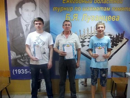 В Шахтах двумя массовыми турнирами стартовал шахматный фестиваль памяти Бориса Яковлевича Луганцева