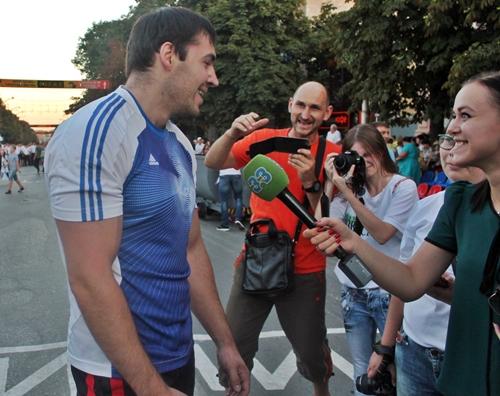 Победителем праздничного конкурса силачей вновь стал Дмитрий Троянов