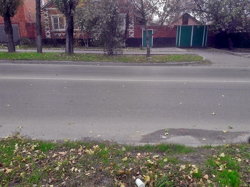 На Парковой машина задним ходом сбила пешехода