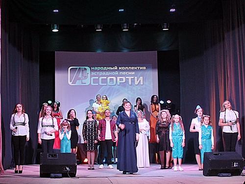 """Коллектив эстрадной песни """"Ассорти"""" подтвердил звание народного"""