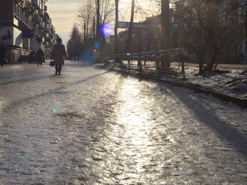 На нечищенные от снега дороги и скользкие тротуары можно пожаловаться в  административную инспекцию Ростовской области