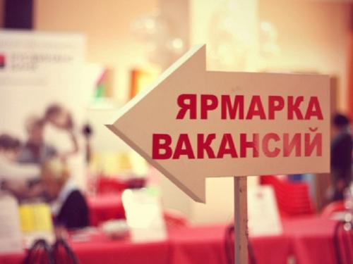 Медиков, швей, отделочников будут искать в преддверии 8 марта