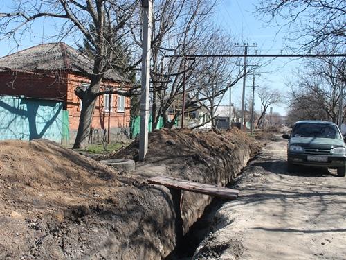 На Ново-Азовке сегодня подключают обновлённый участок водопровода