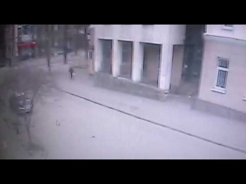 Камера видеонаблюдения зафиксировала момент взрыва в Ростове. ВИДЕО