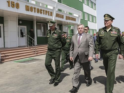 Торжественно открыли военный городок Кадамовский