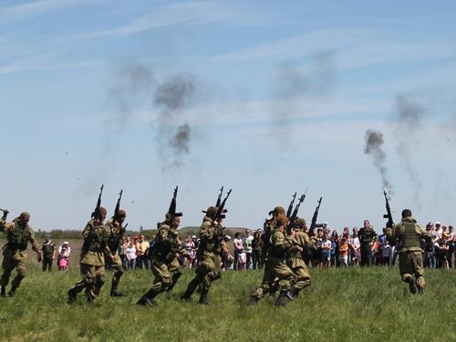 Десантники стреляли и крушили кирпичи