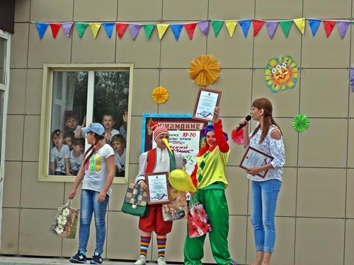 Детвора в шахтинских посёлках весело отпраздновала начало лета