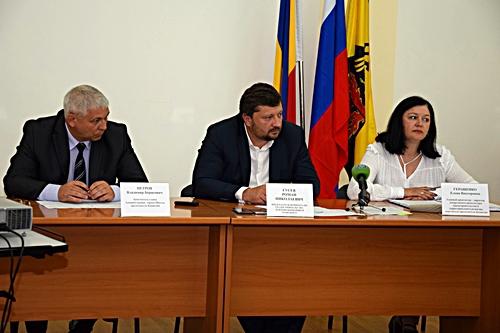 На градостроительном комитете депутаты потребовали переизбрать председателя