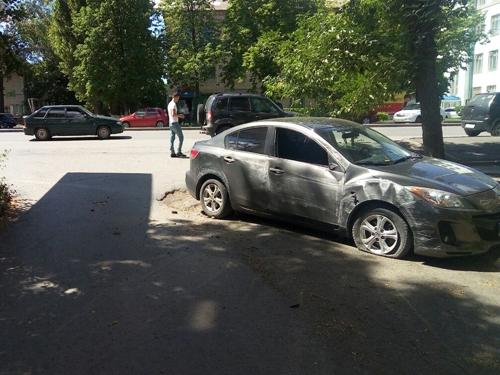 В результате столкновения 2 автомобилей госпитализировали пешехода