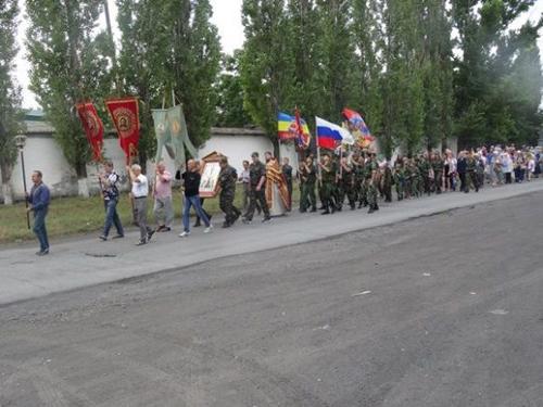 Крестный ход собрал более 200 прихожан храмов и казаков