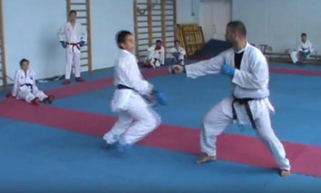 Несмотря  на лето,  Шахтинская Федерация каратэ продолжает  подготовку своих спортсменов для предстоящего сезона.