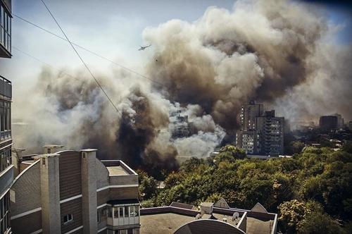 Больше сотни зданий пострадали от огня в ростовском пожаре