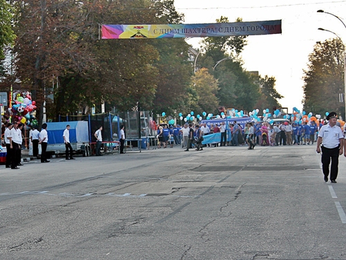 """Праздничное шествие: самой впечатляющей была колонна УРСВ, самой массовой - колонна """"Империи танца"""" (ВИДЕО)"""