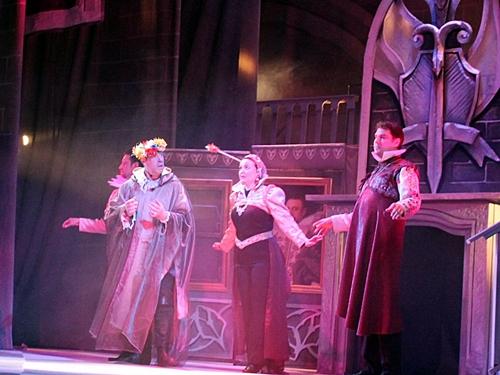В Шахтинском театре в пятницу - открытие сезона