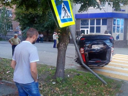 В аварии на перекрёстке Ленина-Донской пострадали пять человек