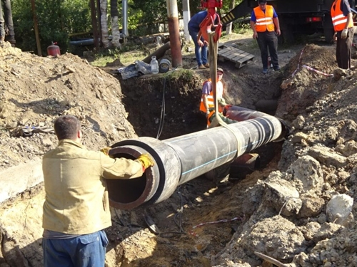 Работы по замене участка водопровода на Енисейском планируют закончить не позднее девяти вечера