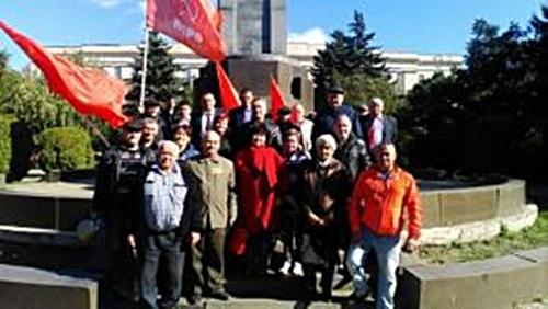 Шахтинские коммунисты отметили годовщину трагедии 1993 года