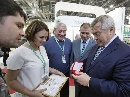 Марина Другалева из Шахт получила в Москве на ВДНХ золотую медаль за кроликов