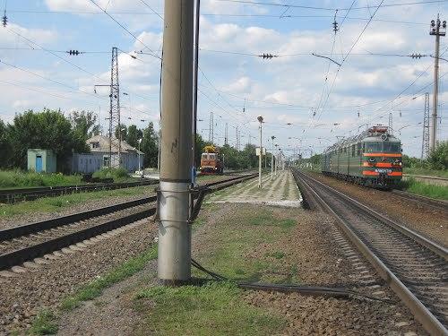 Полиция ищет родных мужчины, попавшего под поезд