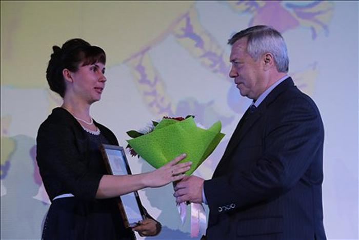 Многодетные мамы получили дипломы из рук губернатора