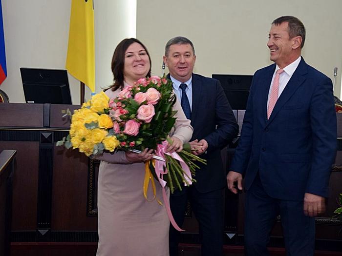 Ирина Жукова принимала поздравления, а депутаты приняли бюджет