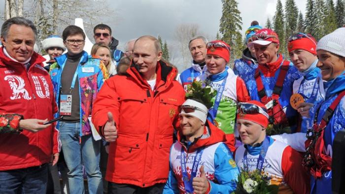 Зачем Путин отпустил спортсменов России под нейтральный флаг?