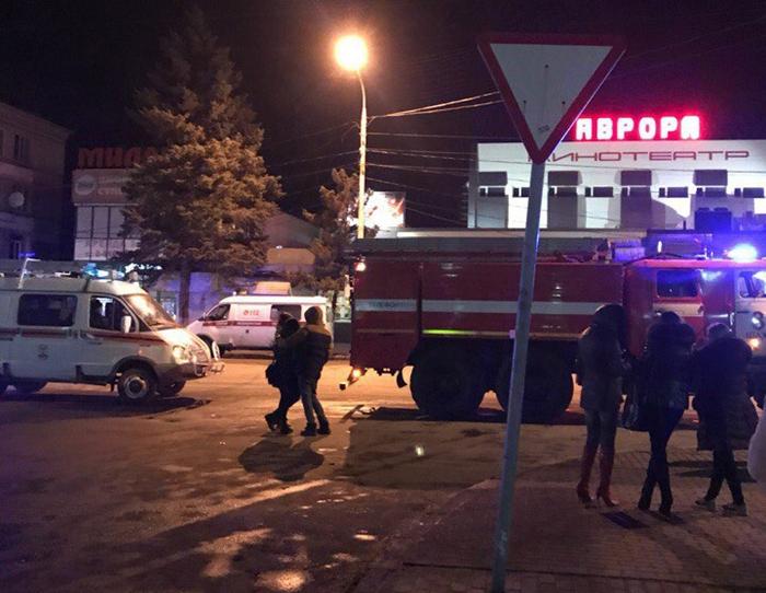 """Эвакуировали зрителей """"Авроры"""" и посетителей прилегающих кафе из-за бесхозной сумки"""