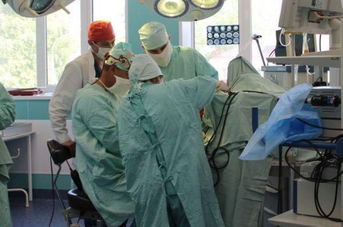 Первая операция по пересадке сердца проведена на Дону