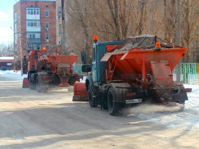 В Шахтах начали чистить улицы от снега