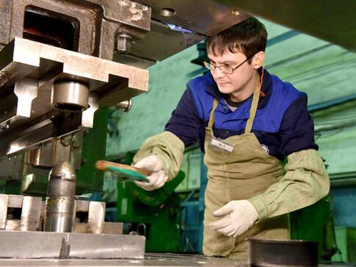 Штамповщики, сверловщики и другие работники требуются на ряд предприятий