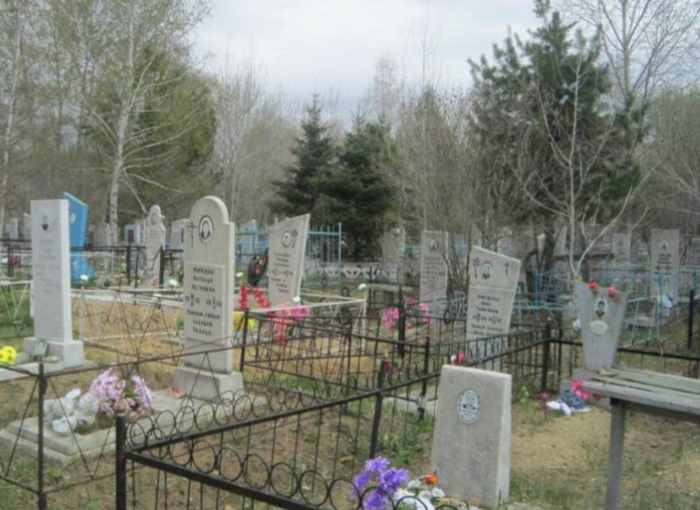 На городском кладбище обнаружили труп молодого человека