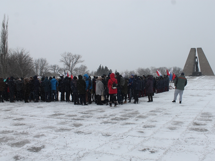День освобождения города Шахты начался у Красинского мемориала