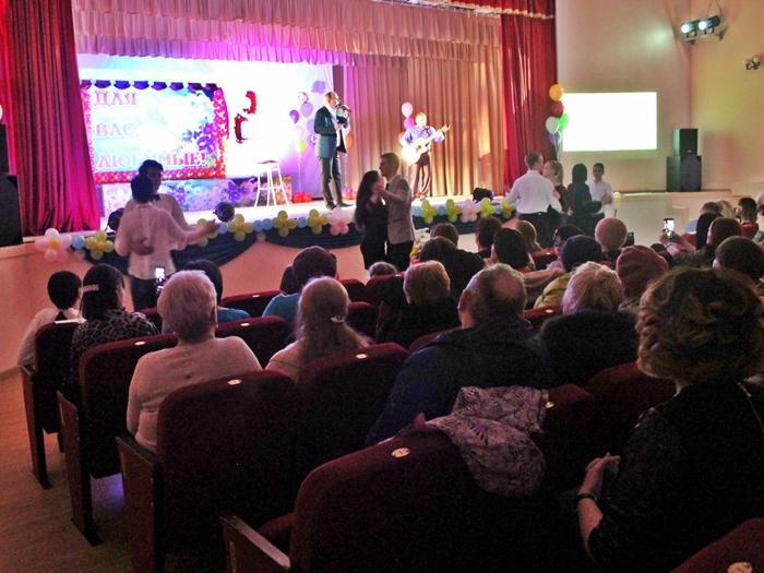 В Аютинском клубе устроили концерт для любимых