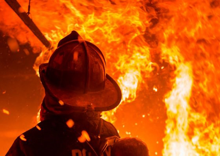 В результате пожара в бараке погиб человек