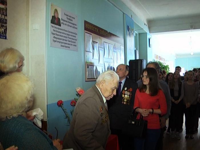 В 31 школе открыли табличку памяти Владимира Панферова