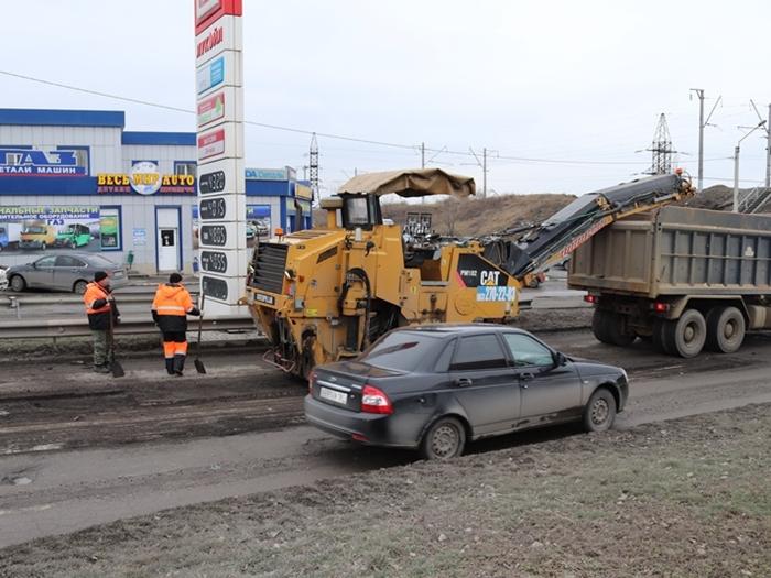 Сегодня начали ямочный ремонт по Дачной, Громова и Маяковского