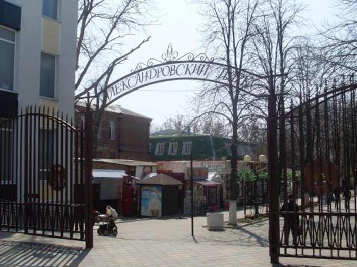 В Александровском парке и на ХБК собираются сносить незаконные киоски
