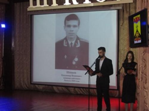 В Шахтах прошла акция памяти в честь земляка, погибшего при пожаре на атомной подводной лодке